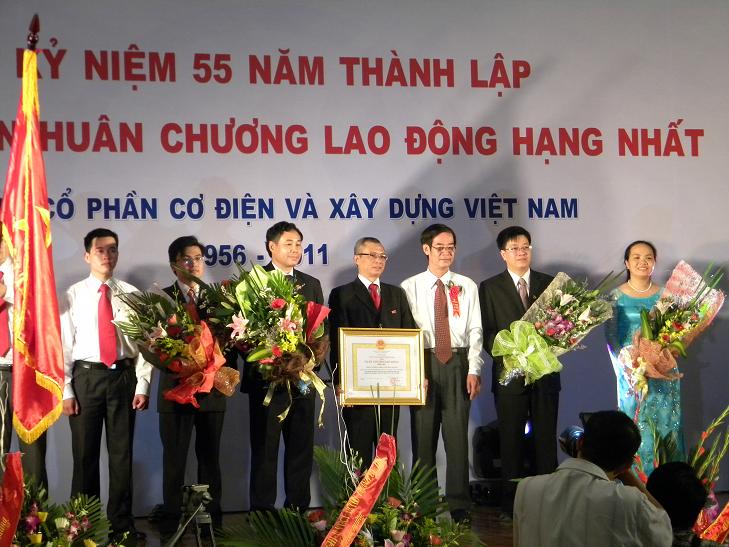 Le-don-nhan-huan-chuong-lao-dong-hang-nhat