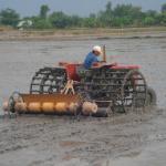 Nghiên cứu, thiết kế chế tạo máy gieo lúa theo hàng liên hợp với máy kéo 4 bánh